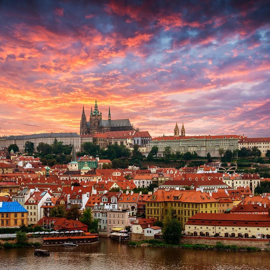 Praga Turismo En Una Ciudad Medieval Plagada De Torres Y